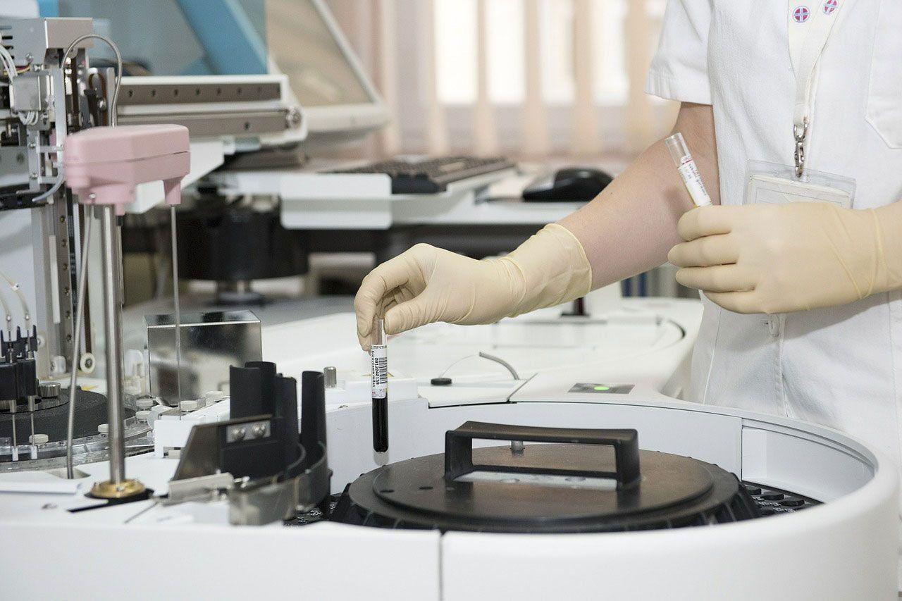 175 онкологических больниц переоснастили в России